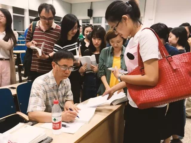 赖老师《中国近代思想史与建筑史学史》现场签售